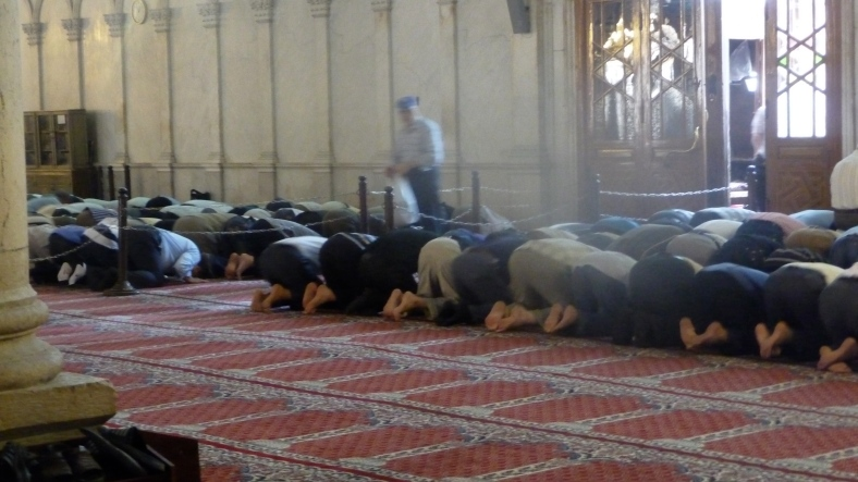 Men pray at Umaiyyad